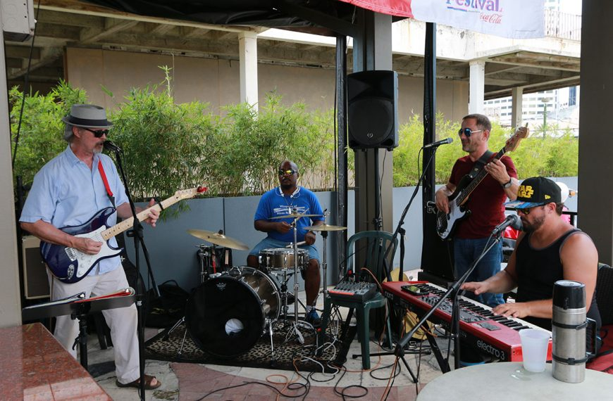 Live entertainment at Poppy's TimeOut Sports Bar & Grill in New Orleans